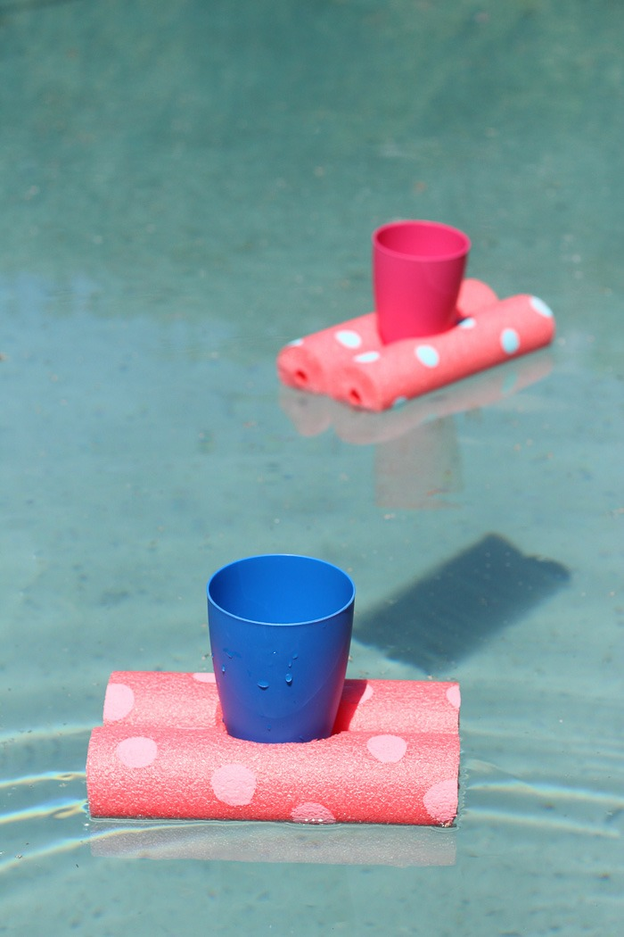 Easy floating drinks holder DIY for summer fun in the sun!