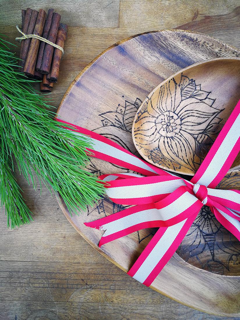 Christmas Gift DIY: Mandala Tattooed Wooden Plates