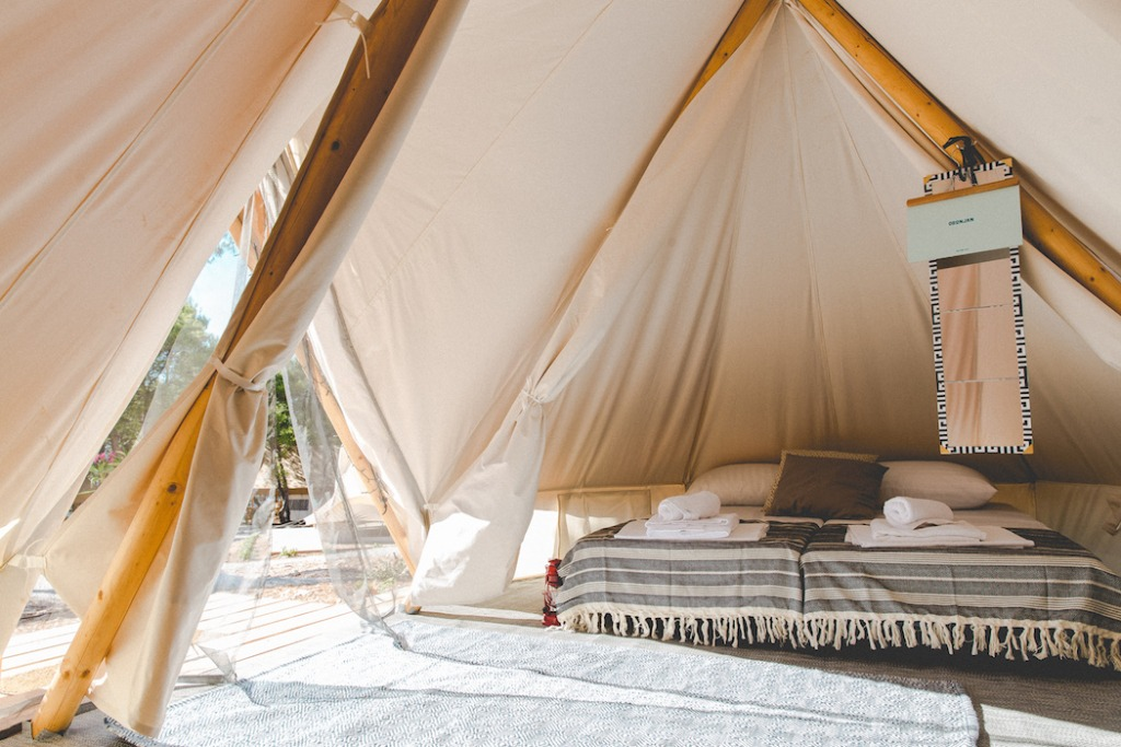 how to make a luxury tent for glamping with bedding