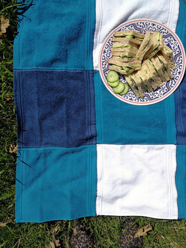 lightweight-washcloth-picnic-blanket-and-cucumber-sandwiches
